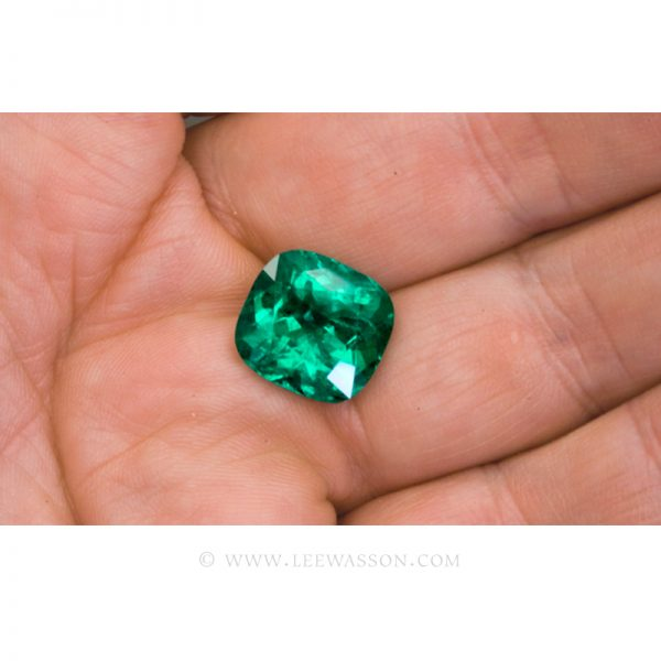 Colombian Emeralds, Cushion Cut Emeralds and set in 18k White Gold - leewasson.com - 3- 10042