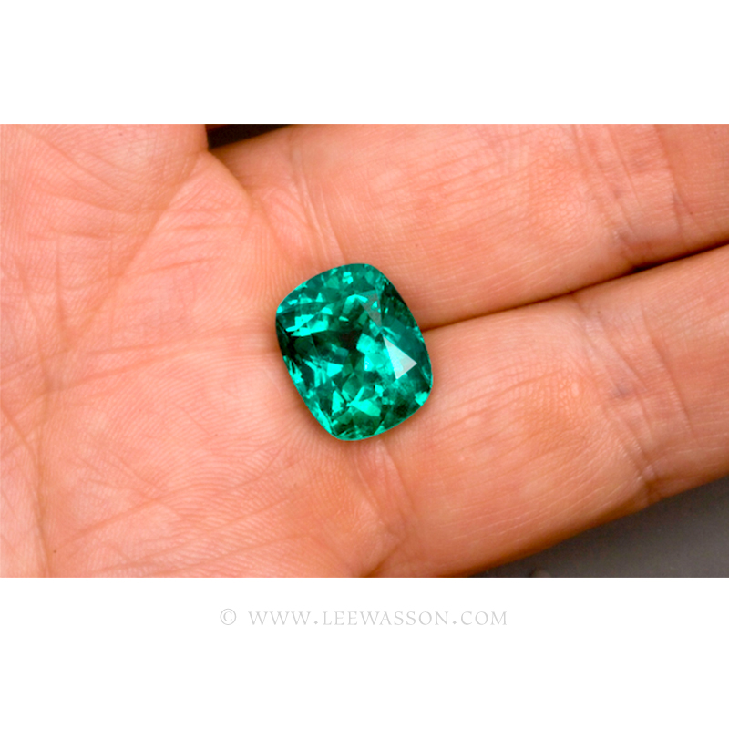 Colombian Emeralds Cushion Cut and set in 18k White Gold - leewasson.com - 3 - 10043