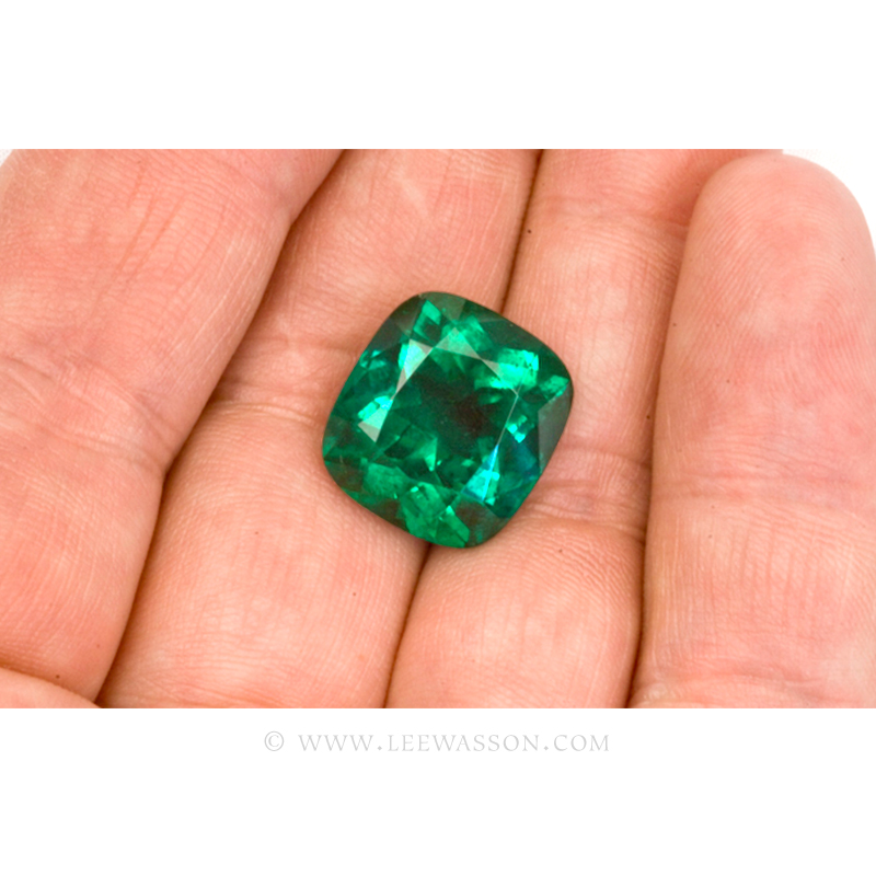 Colombian Emeralds Cushion Cut and set in 18k White Gold - leewasson.com - 3 - 10049
