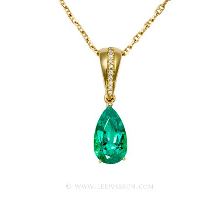 Colombian Emerald Pendant, Pear shape Emerald set in 18k Yellow Gold