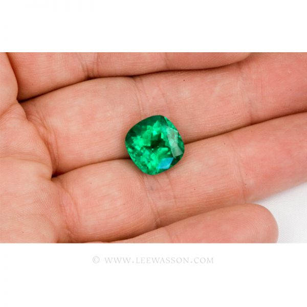 Colombian Emeralds, Cushion Cut Emeralds and set in 18k White Gold - leewasson.com - 10041 - 3