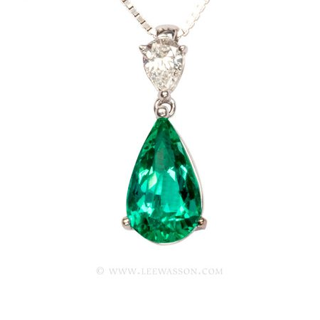 Colombian Emerald Necklace, Pearshape Emerald Pendant set in 18k White Gold 19671