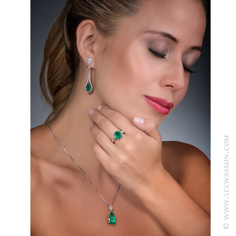 Colombian Emerald Pendant, Pear shape Emerald Necklace, 18k White Gold. Photo Session New Collection 2017. leewasson.com - 3 - 19672 -